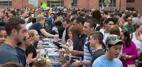 Student organizations introduce themselves to potential new members on the Quad.